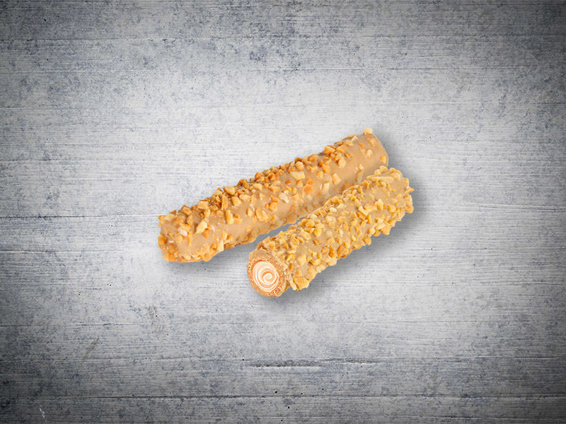 Nut wafer roll with toffee